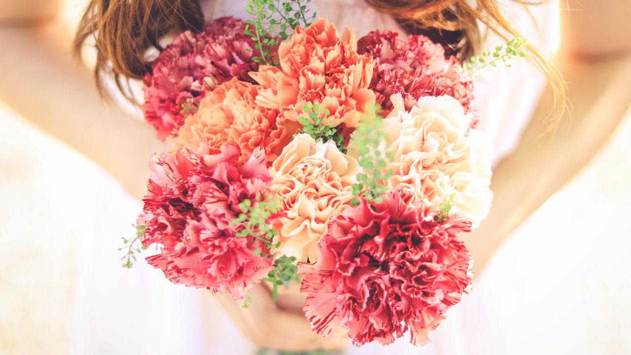 お花を持った女の子