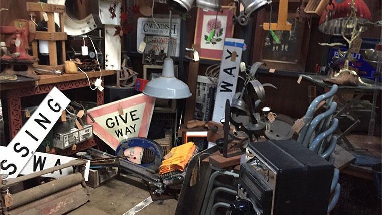 Waverley Antique Bazaar店内02